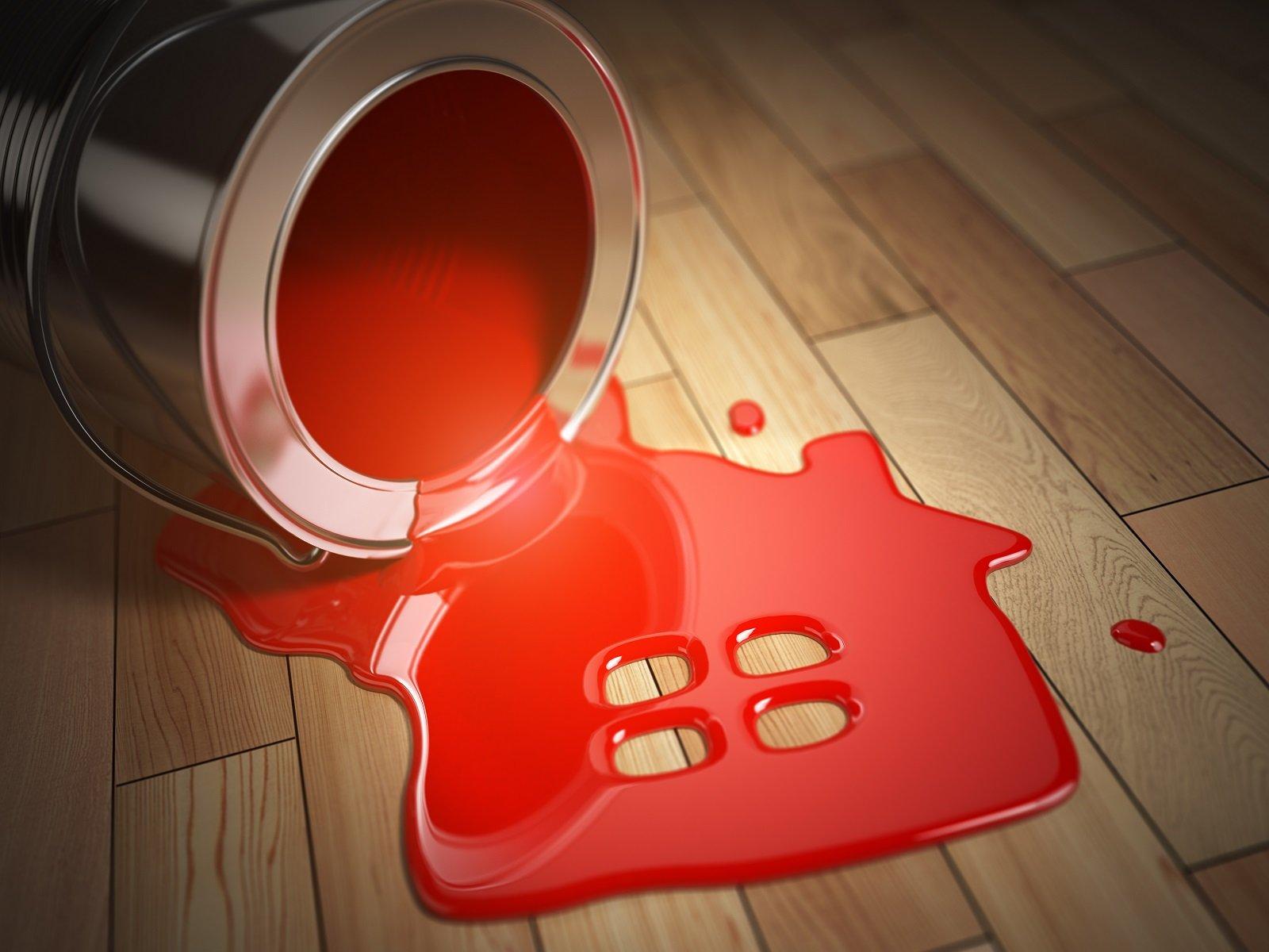 barattolo di vernice aperto e chiazza di colore a forma di casa