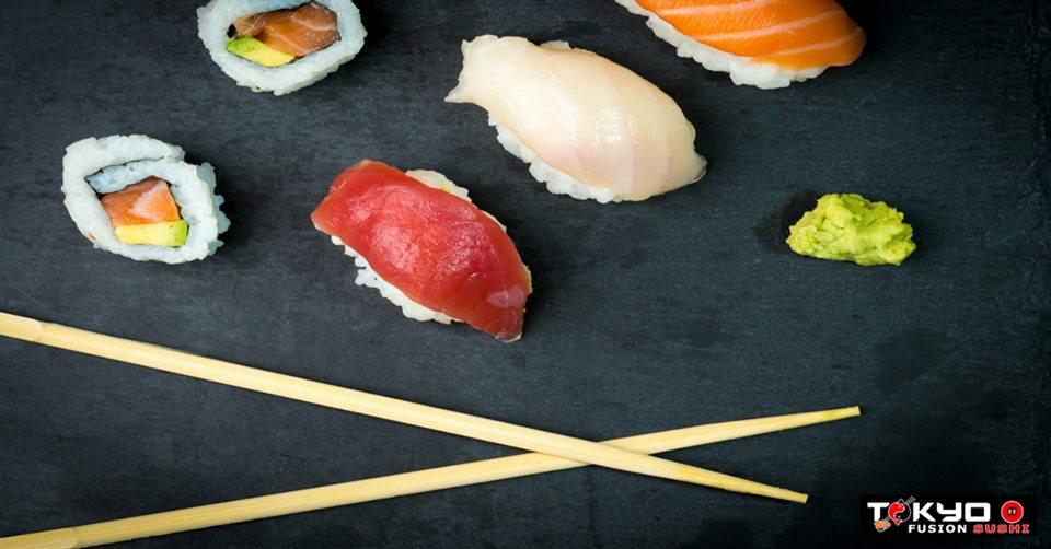 Sushi, bacchette  e wasabi