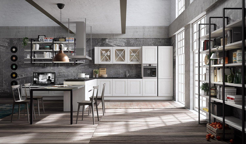 Stanza  con pavimento di marmo, una parete di vetro e un'altra di pietra, sofà bianco e poltrone neri