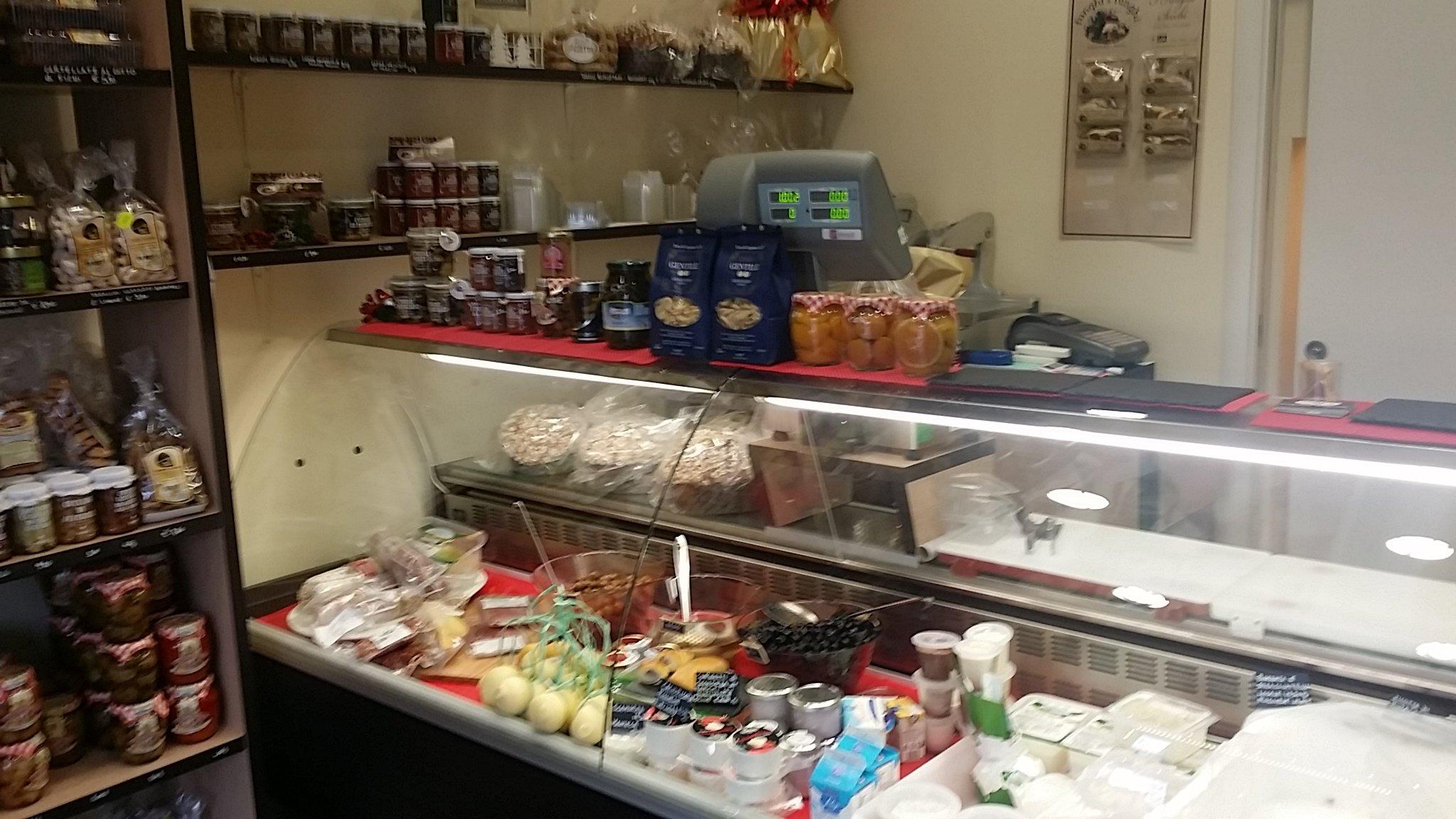 Bancone di Caseificio Il laboratorio della mozzarella a Zibido San Giacomo