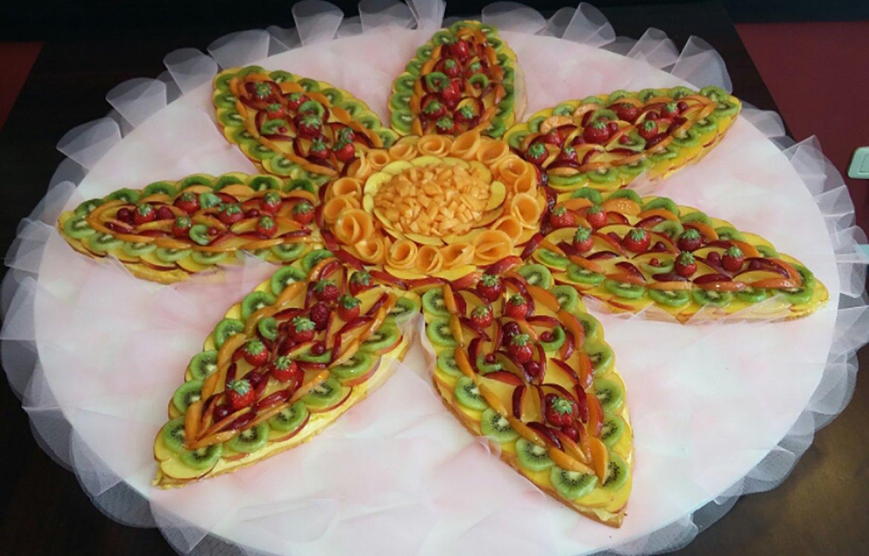 torta di frutta a forma di un fiore