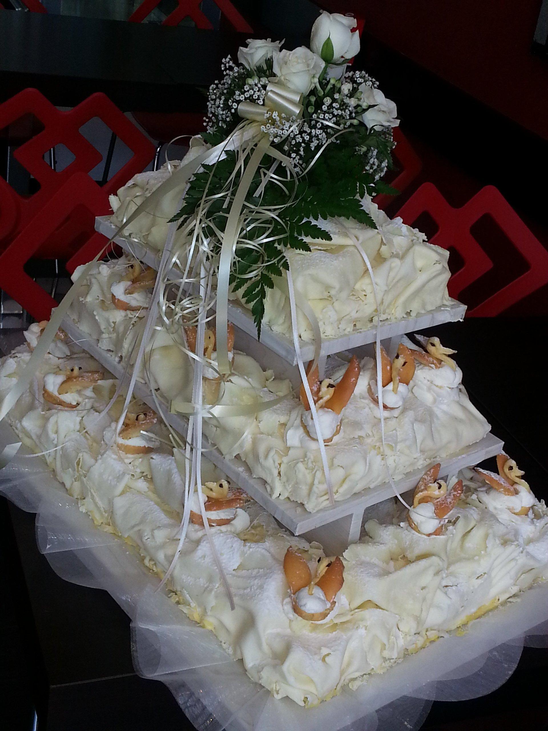 torta con crema per matrimonio
