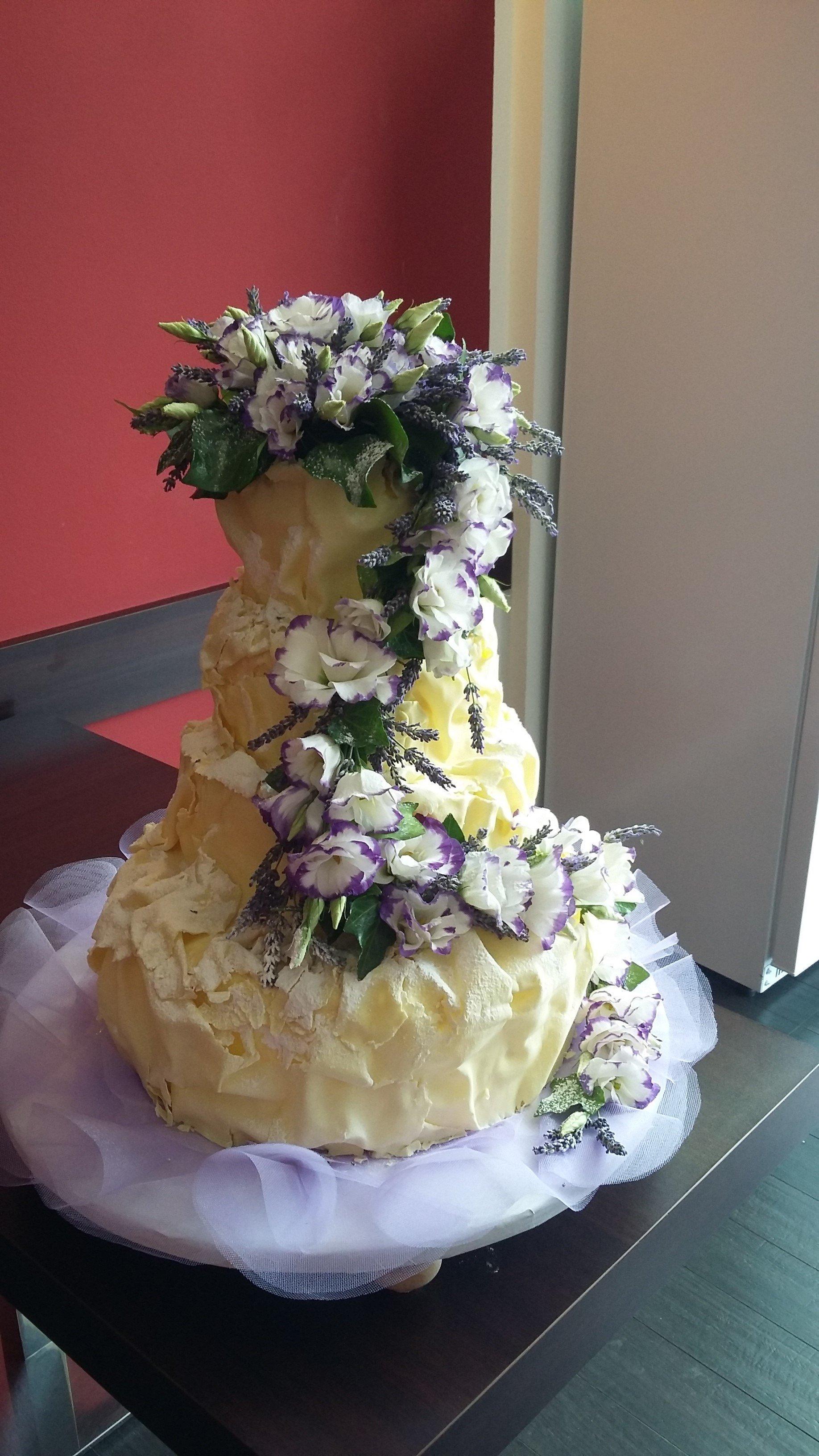 torta con decorazione fiori