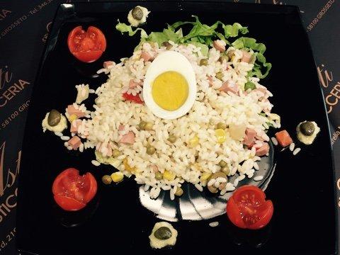 piatto con riso e verdure