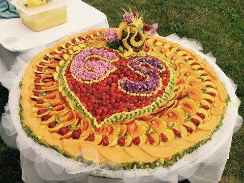 torta di compleanno con frutta