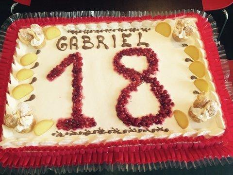 Torta decorata per celebrazione compleanno