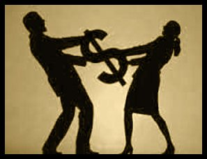un uomo e una donna che si contendono un oggetto a forma di dollaro