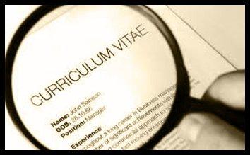 una lente di ingrandimento e la scritta Curriculum Vitae