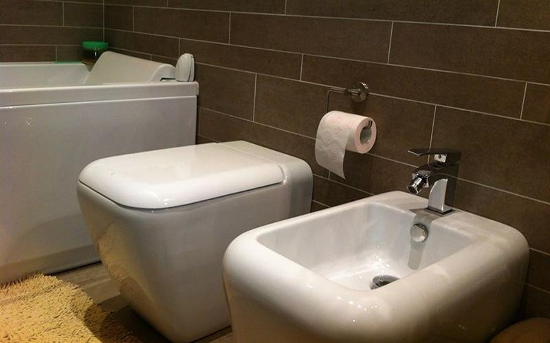 sanitari e carta igienica