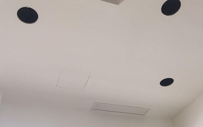 soffitto con buchi