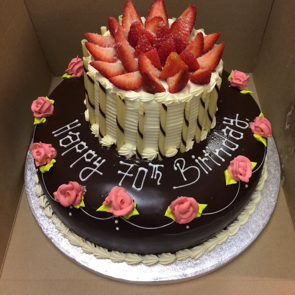 cut berry cake