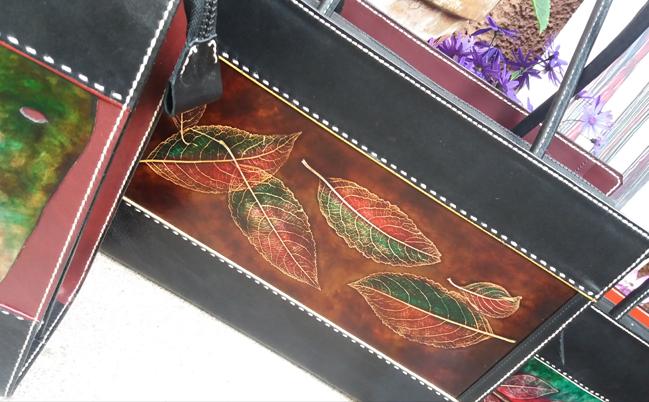 lavorazione artigianale borsa