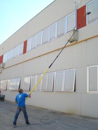 pulizia vetrate uffici