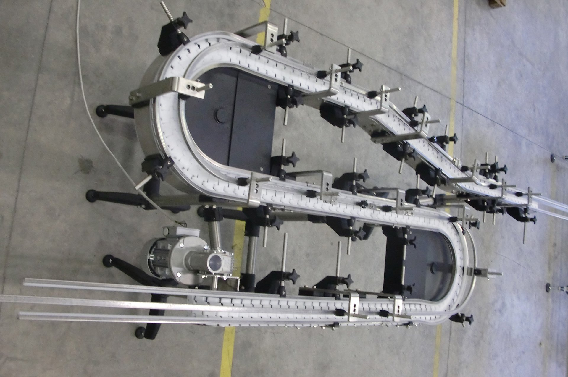 Un impianto di automazione trasportatore