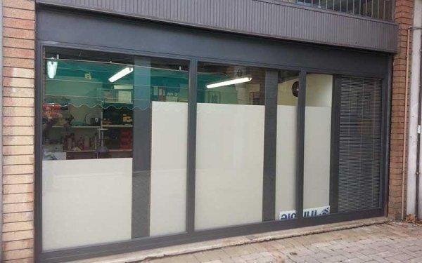 vetrata fissa negozio