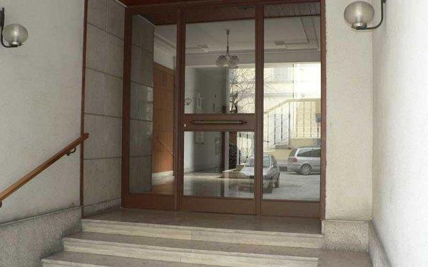 vetrate per porte ingresso edifici