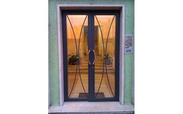 installazione vetrate portone ingresso