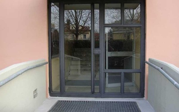 installazione vetrate porte