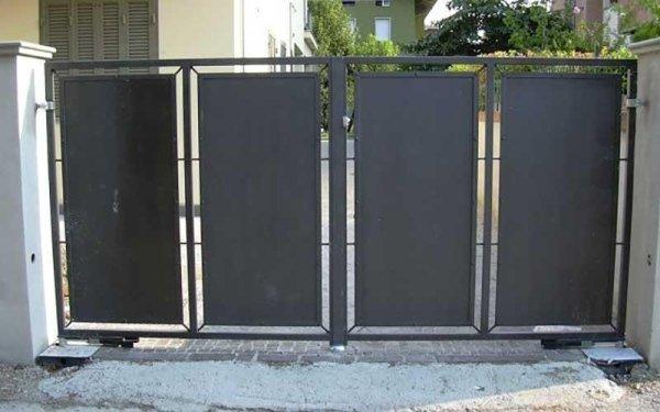 cancello pannellato condominio