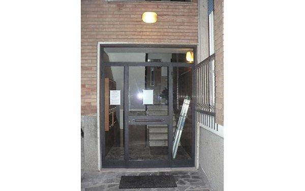 installazione vetrate porte ingresso palazzo