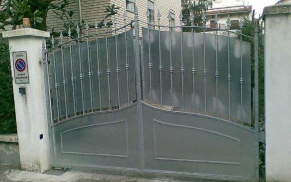 cancello pannellato