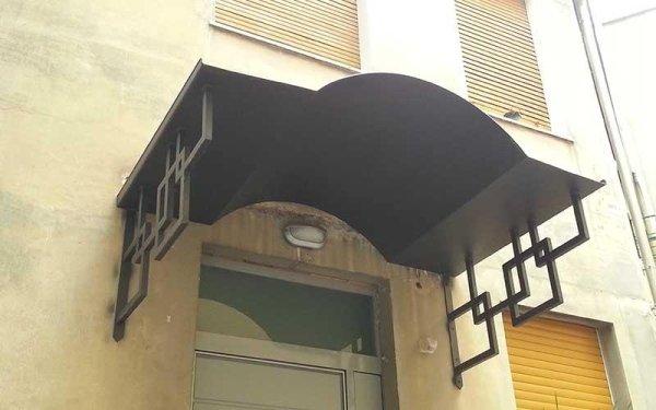tettoia con quadri