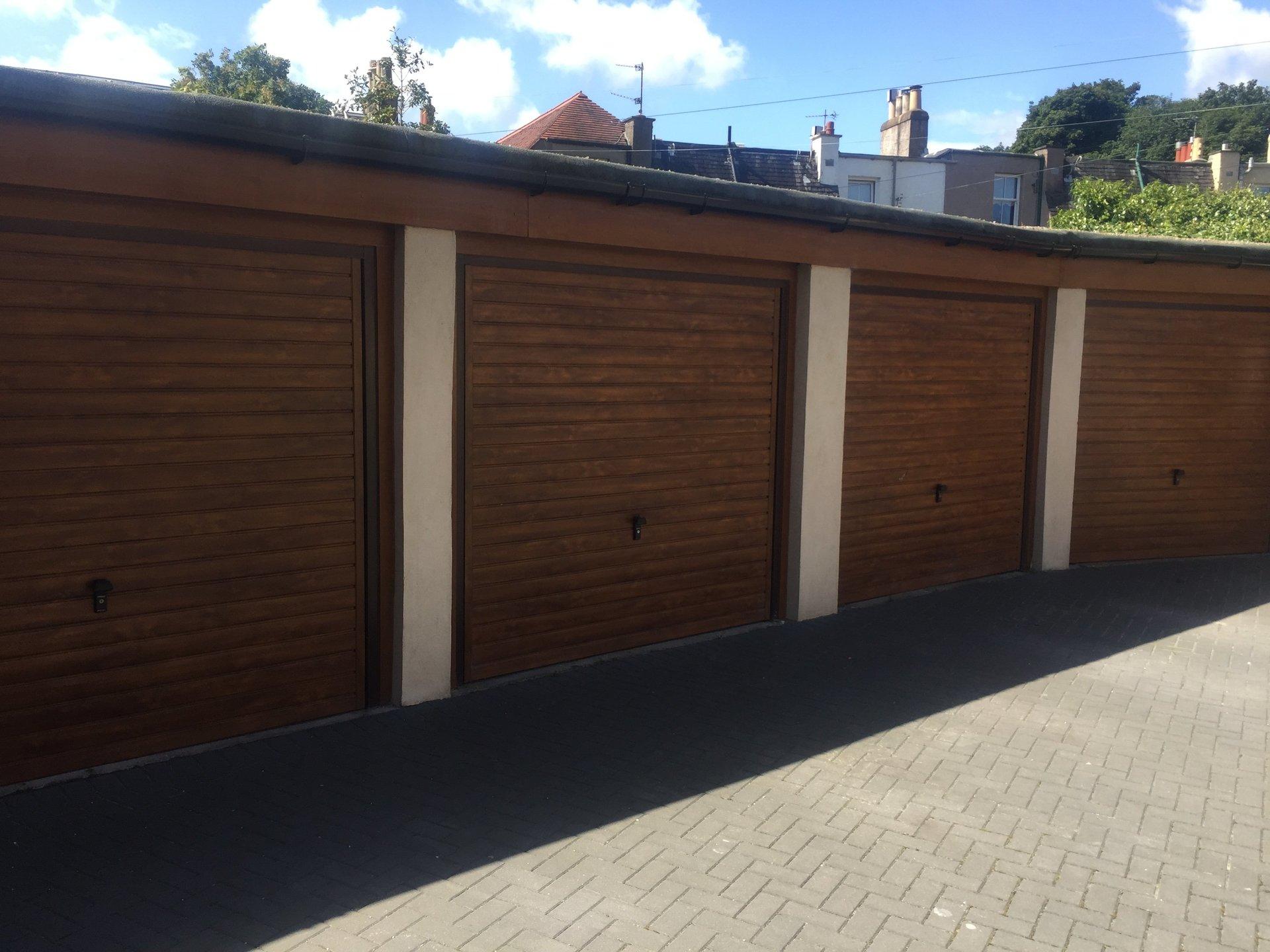 4 shutters in row