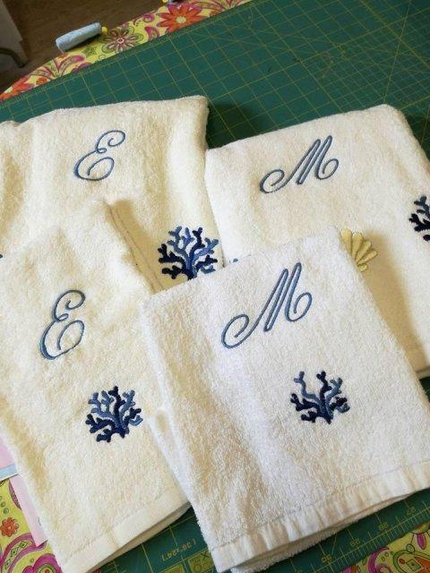 Asciugamani personalizzati con un alfabeto particolare
