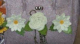 borsa con fiori ricamati