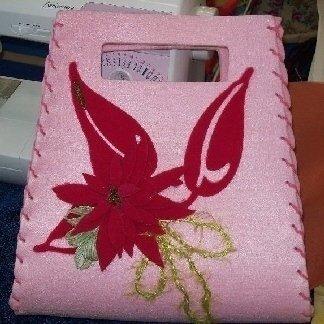 borsa con fiore rosso