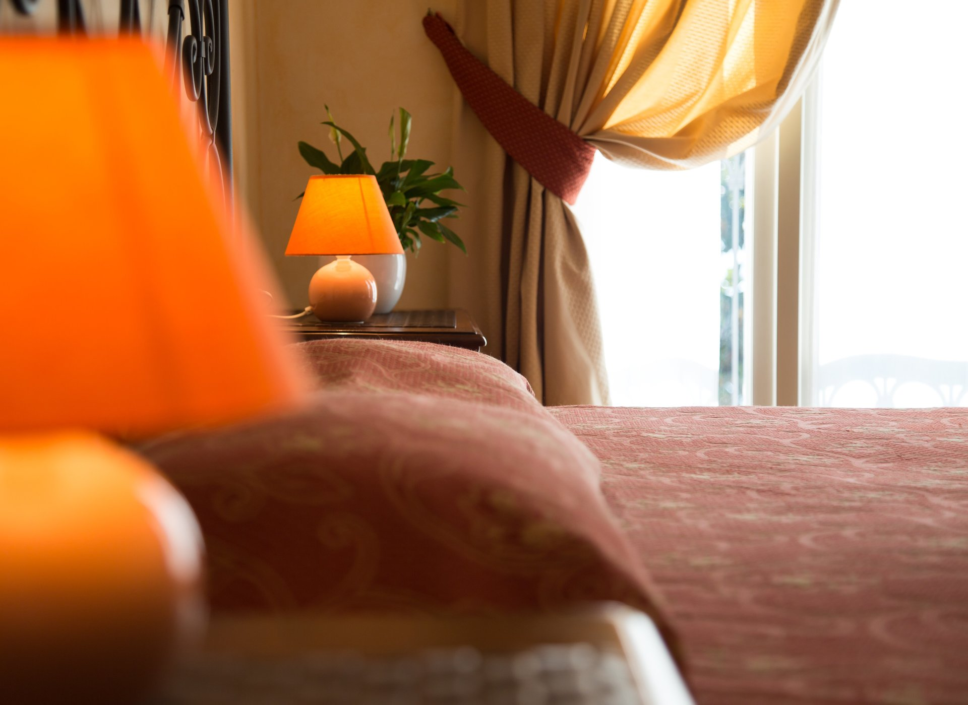 dettaglio di abat jour di stanza di albergo