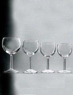 set di calici, calici di vetro, bicchieri, bicchieri per vino