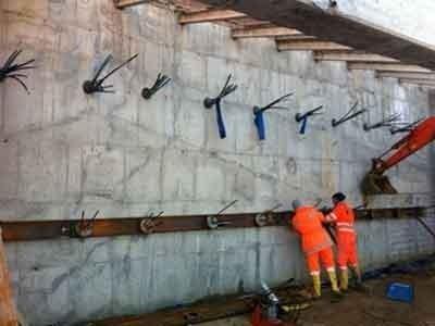 Tiranti a sostegno muro in cemento
