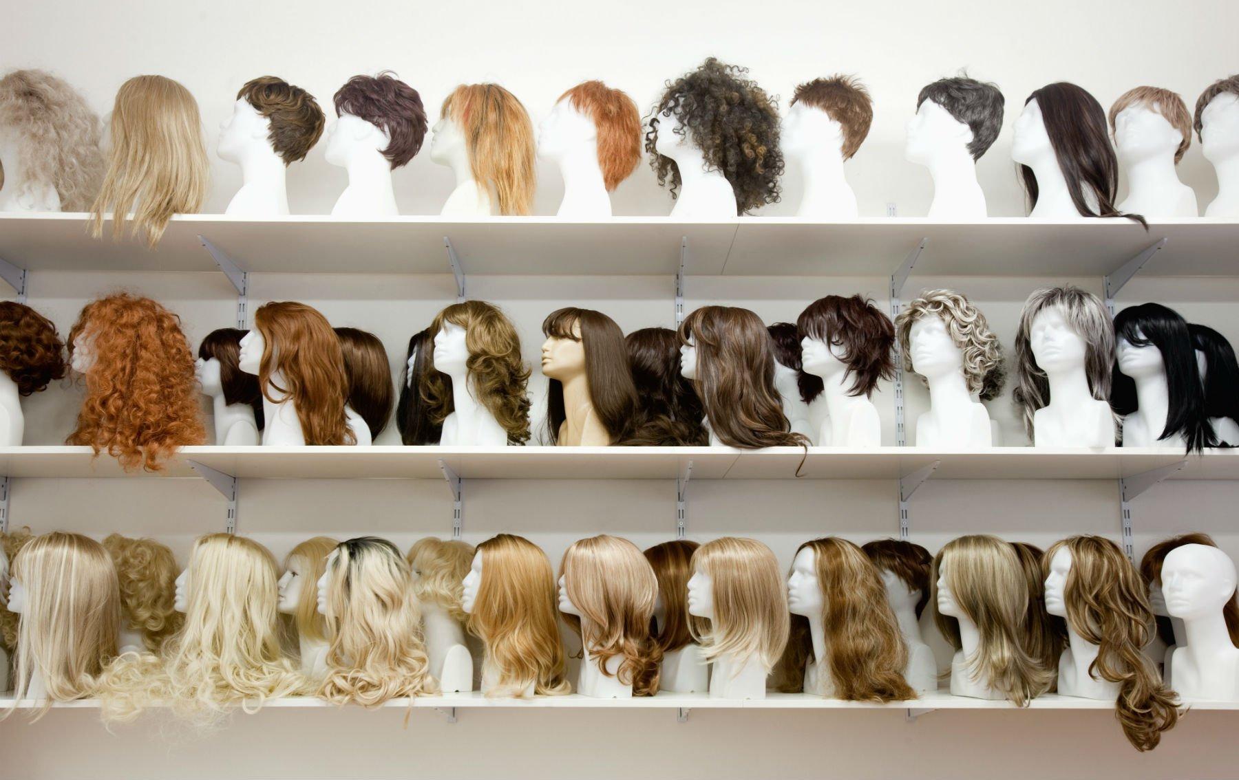 parrucche in esposizione