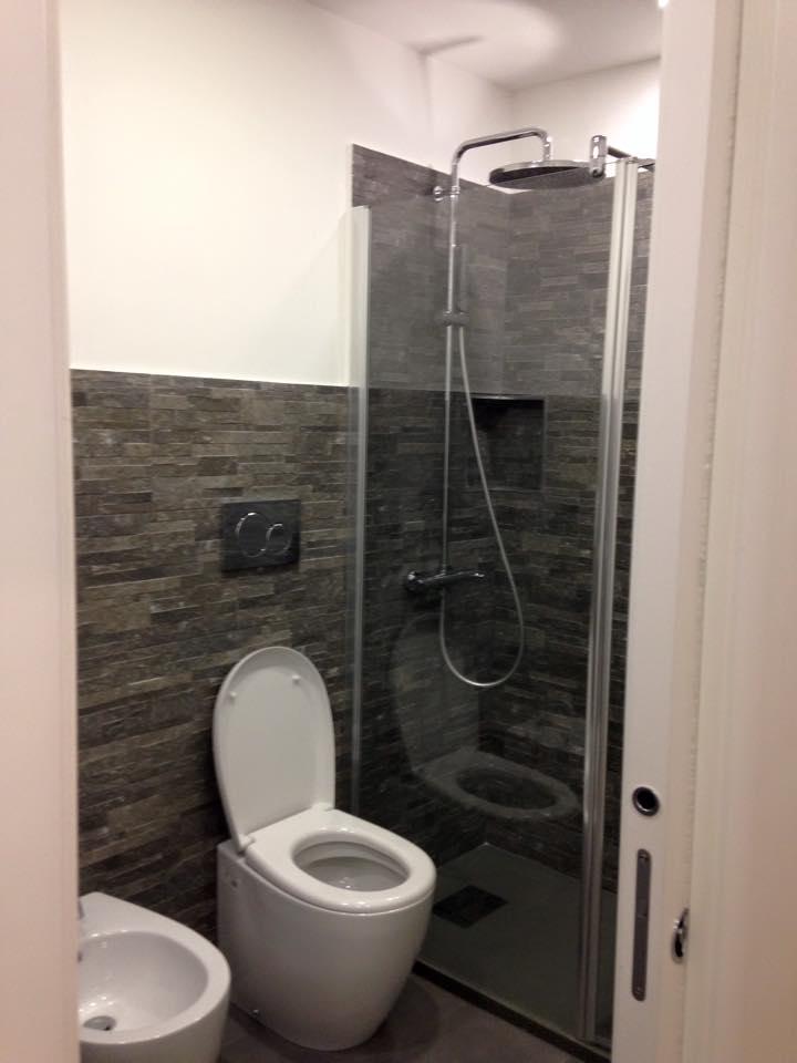 Bagno ristrutturato con doccia