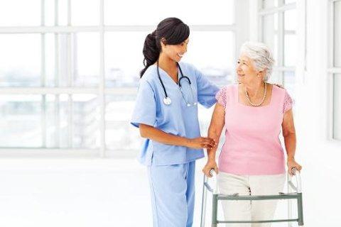 infermiera assistenza anziani