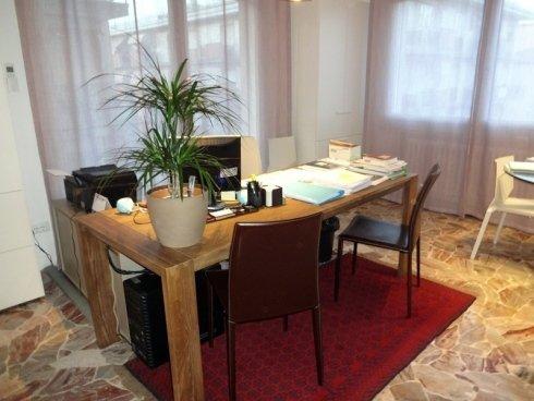 La scrivania da dove la Dott.ssa Simonetta Tagliapietra segue i propri clienti.