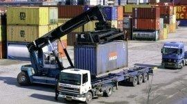 trasporto container, consegna merci da porti, carico container su camion