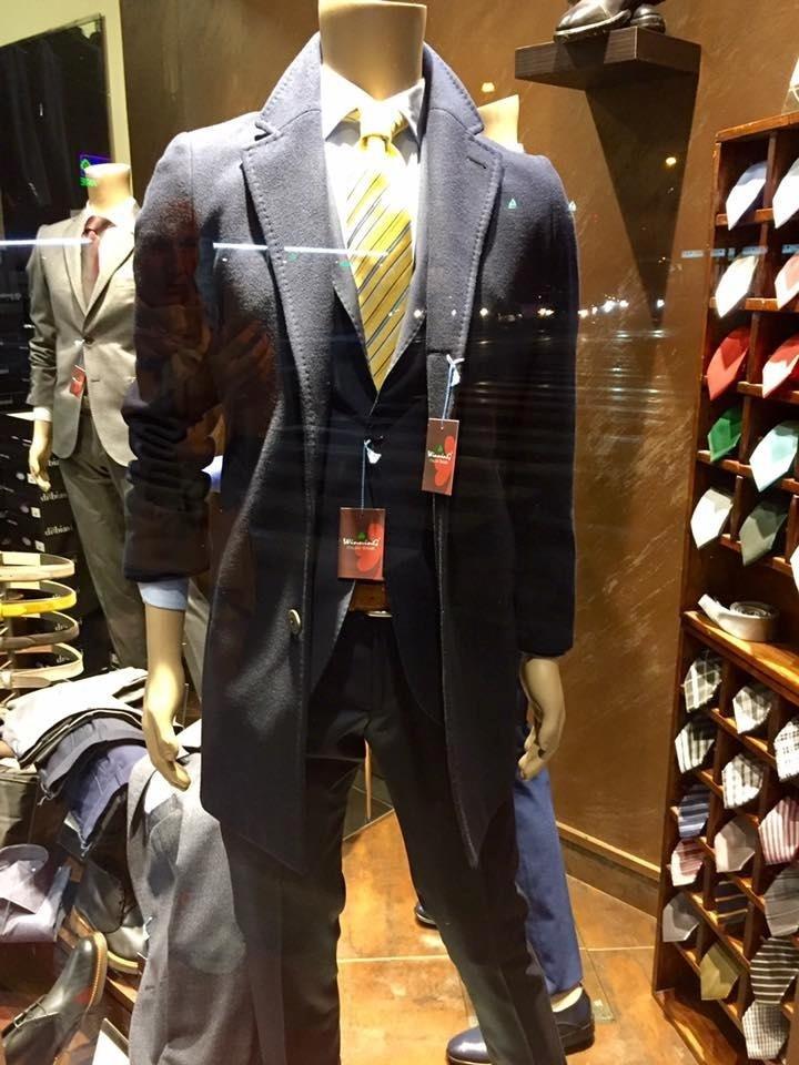 negozio abbigliamento elegante uomo