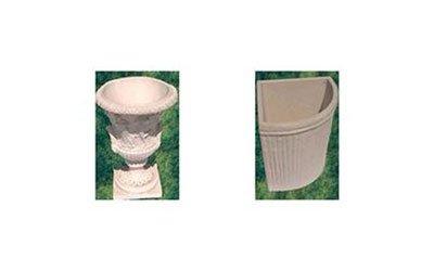Vaso tondo con forma di coppa, e vaso angolare