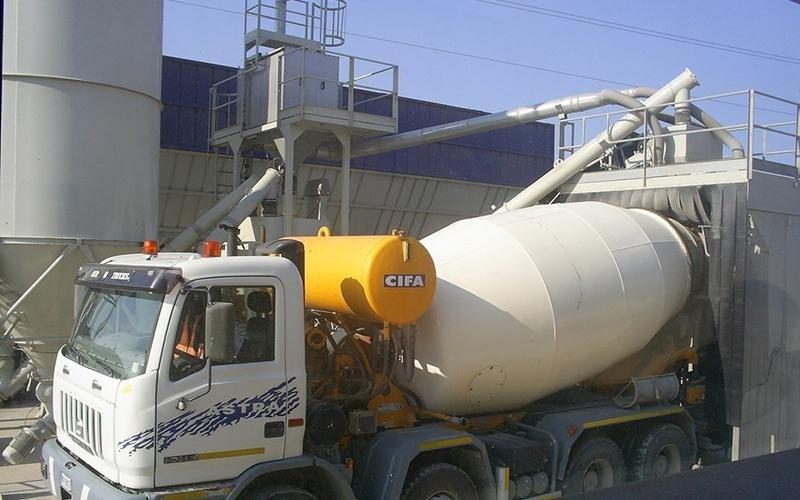 betoniera gialla e bianca