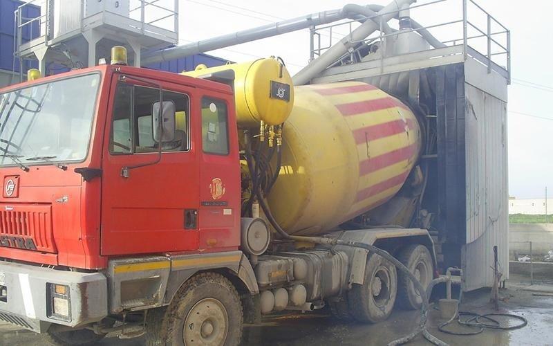 betoniera gialla e arancio