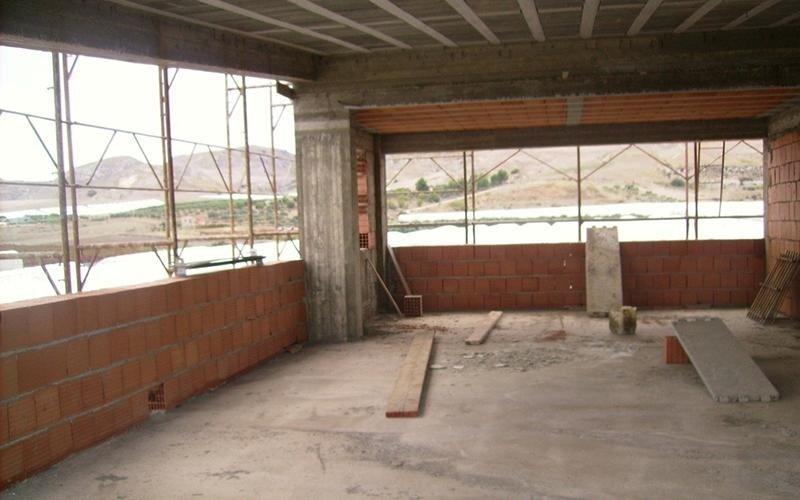 ala laterale di edificio in fase di costruzione