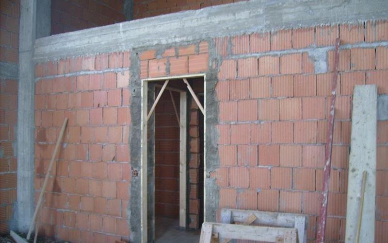 rifinitura di arcata portante di edificio