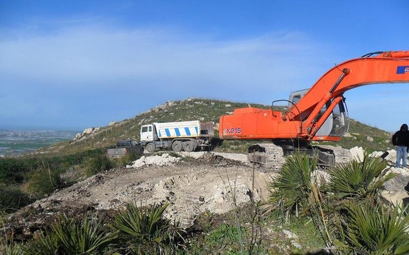 fase di scavo su altopiano