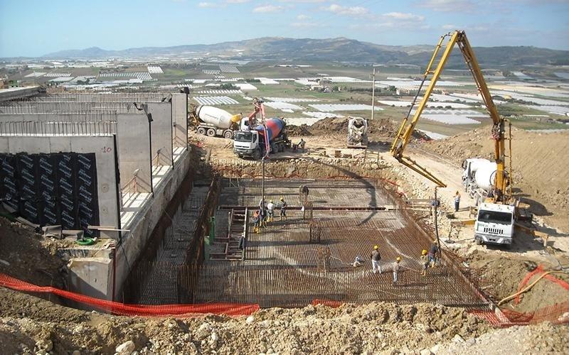 fondamenta di edificio in fase di costruzione