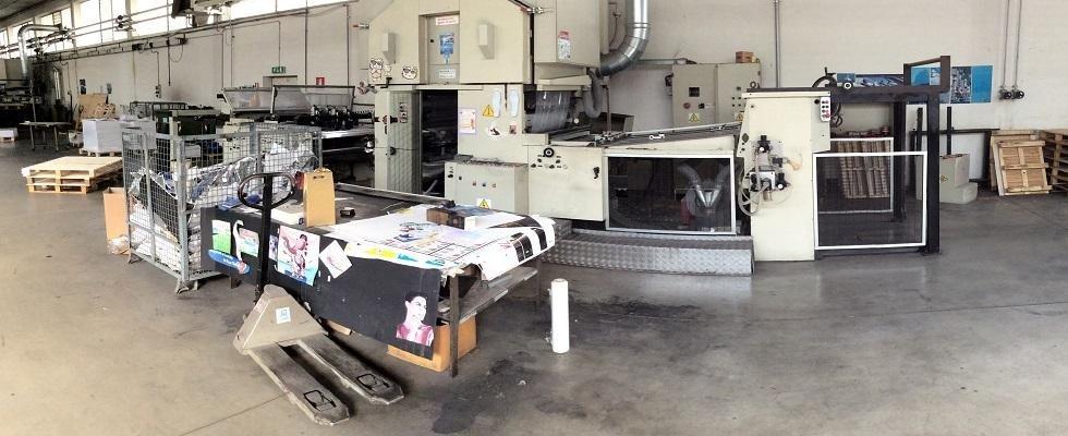 interno di una fabbrica di plastificazione