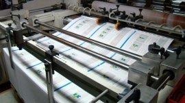 una stampante che stampa dei fogli