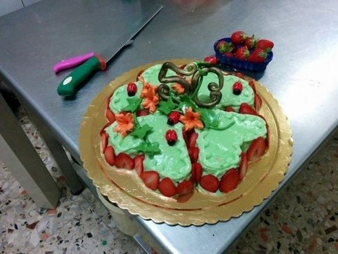 torta con fragole, torta di compleanno, torta personalizzata