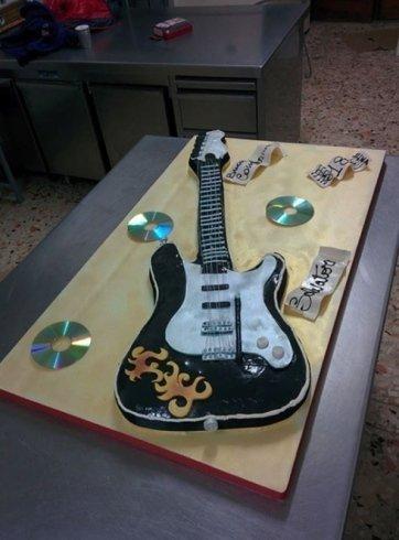 torta a chitarra, torte in forme particolari, strutture di zucchero
